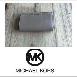 Michael Kors Travel Jet Set leather bifold wallet